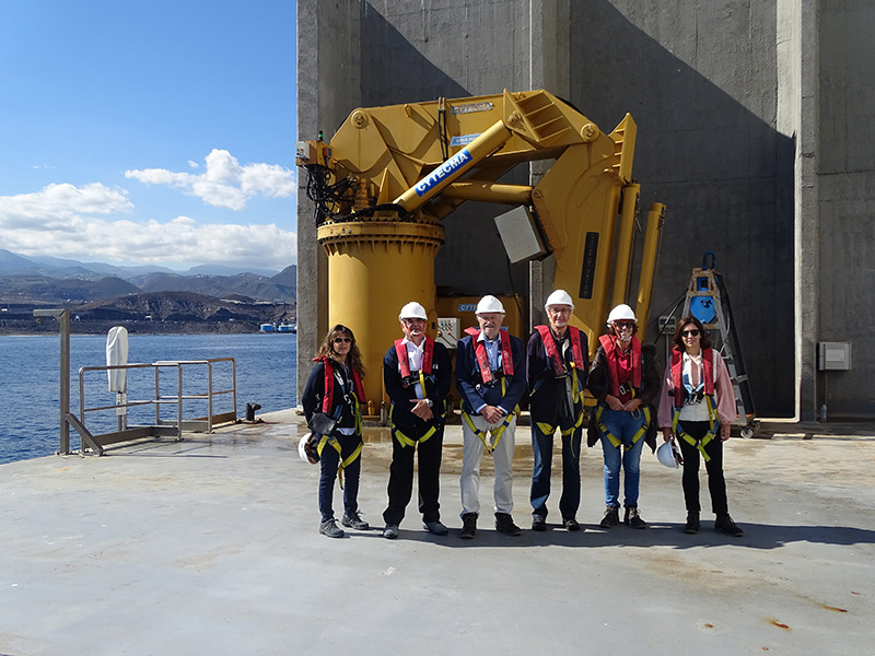The Scientific and Technical Advisory Committee visits the offshore platform of PLOCAN
